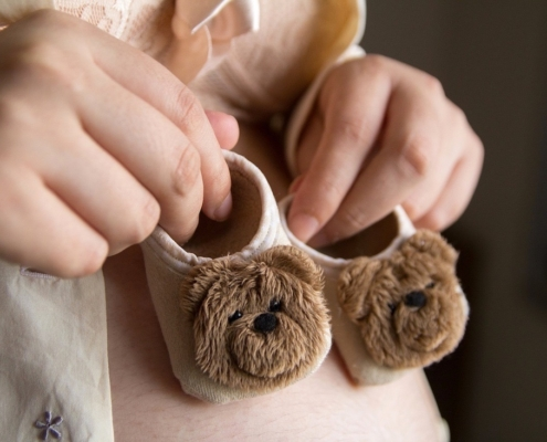 pregnancy-shoes-babies-fertility-specialists-baby-egg-medical-planning-pregnant